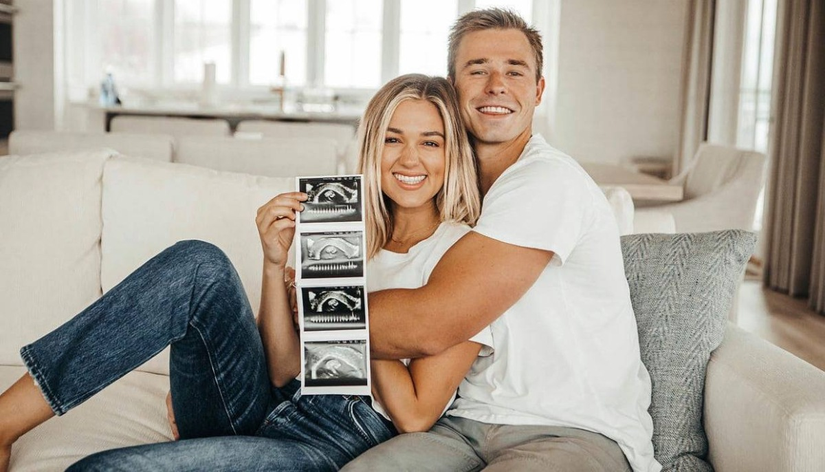 Duck Dynasty Star Sadie Robertson Huff Pregnant With First Child